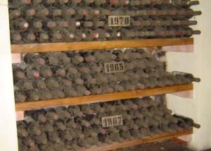 Weinflaschen nach Jahrgängen