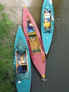3 Faltboote am Ufer