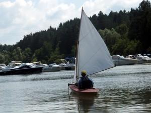 Hafenausfahrt bei leichtem Wind