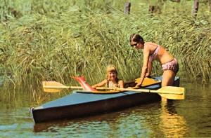 Werbemotiv Mutter und Kind mit Faltboot Kolibri III