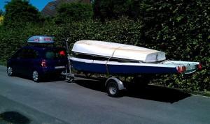 Fahrzeug mit Bootsanhänger