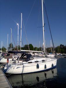 Yacht Bavaria 30 im Hafen Rechlin