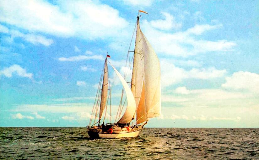 Yacht aus der DDR auf der Ostsee